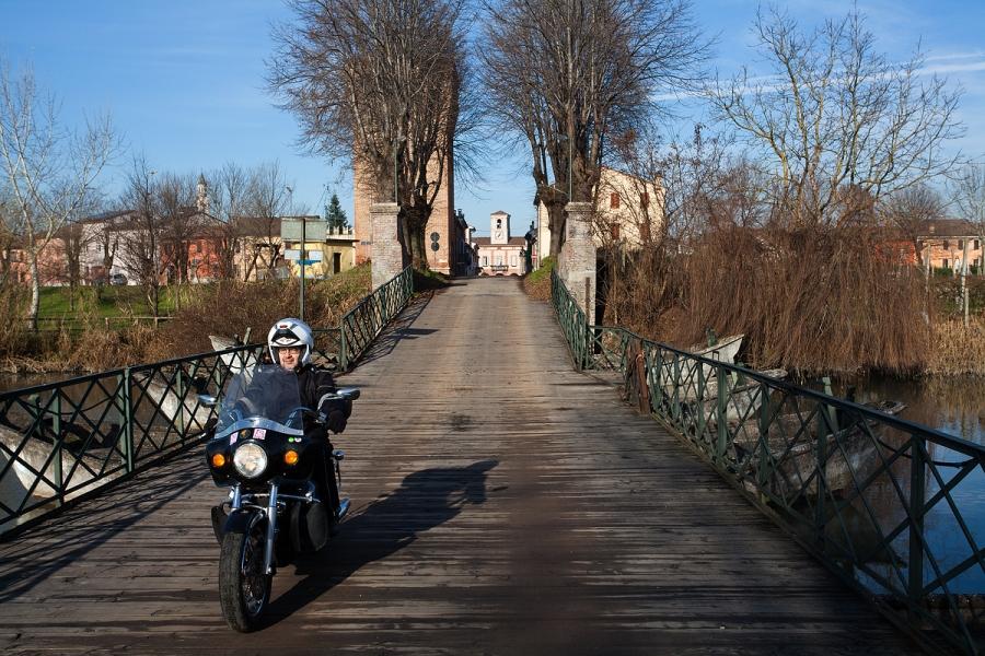 Il ponte di barche sul canale Navarolo a Commessaggio (MN)