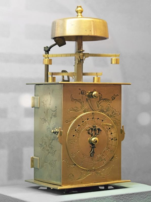 Orologio giapponese doppio foliot (Wadokei). Collezione Musée Paul-Dupuy, Toulouse (France). Fotografia di Didier Descouens.
